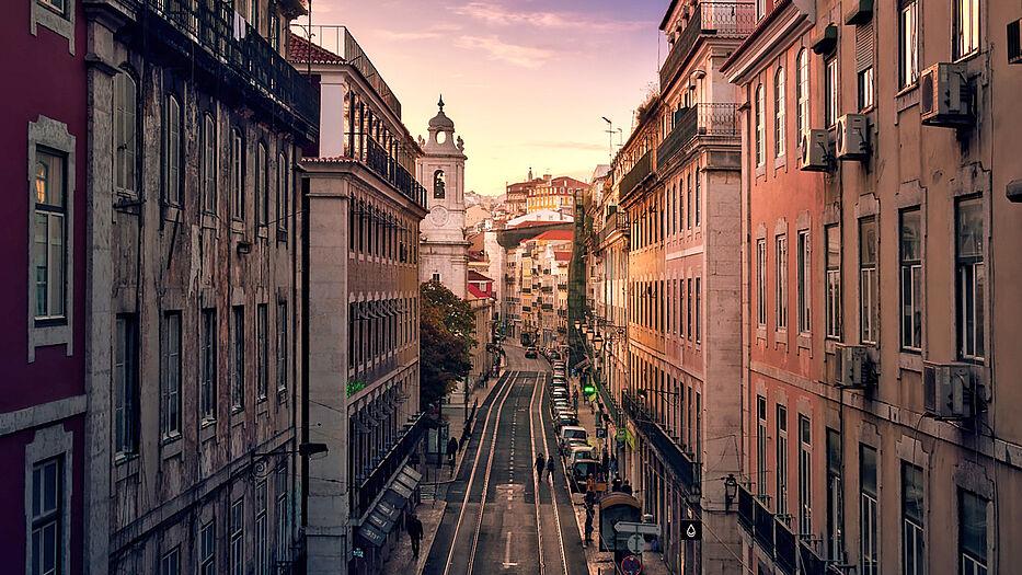 Wirf einen Blick in die schöne Stadt Lissabon!